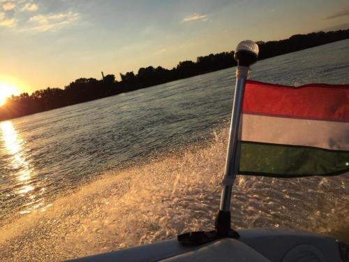 Hajózás naplementében