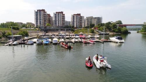 Prestige Yacht Club Kikötő